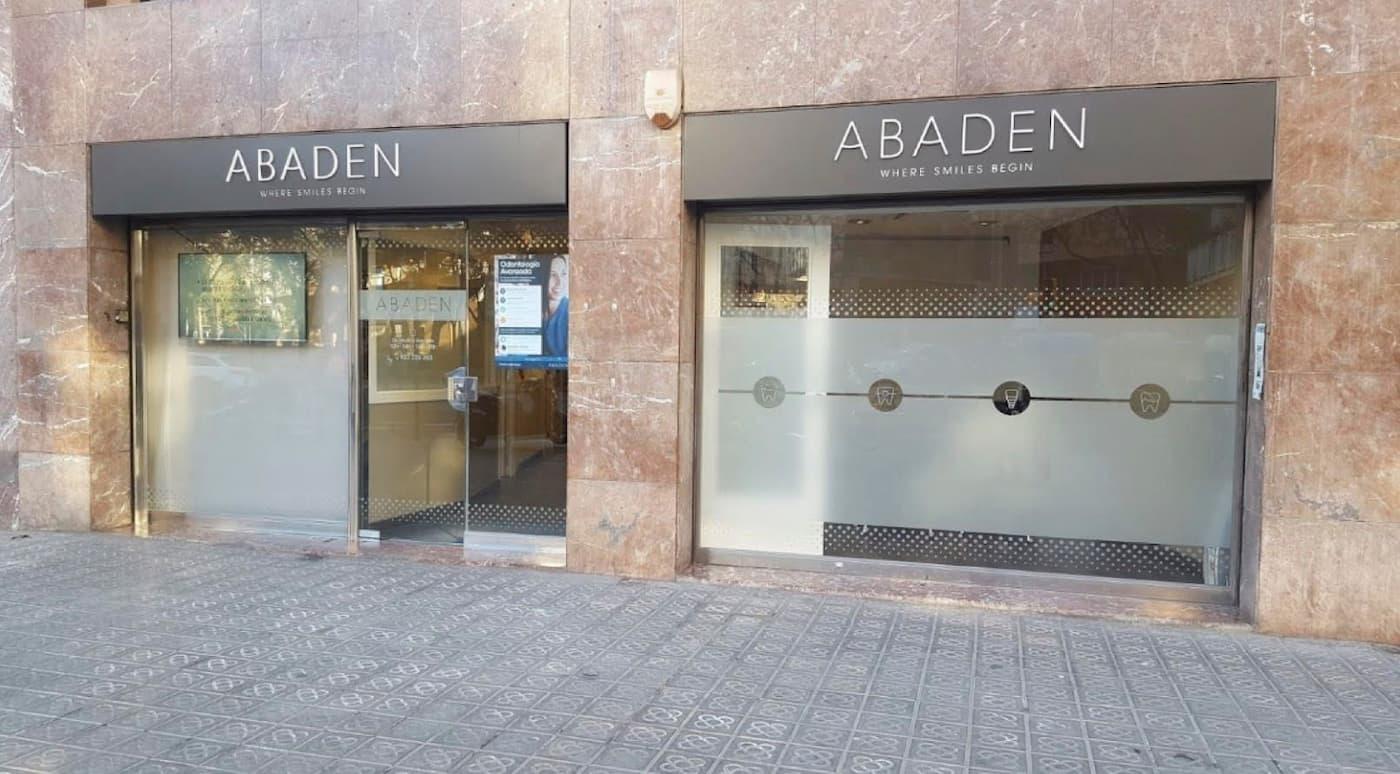 Fachada clínica dental Abaden Barcelona - Sants / Les Corts