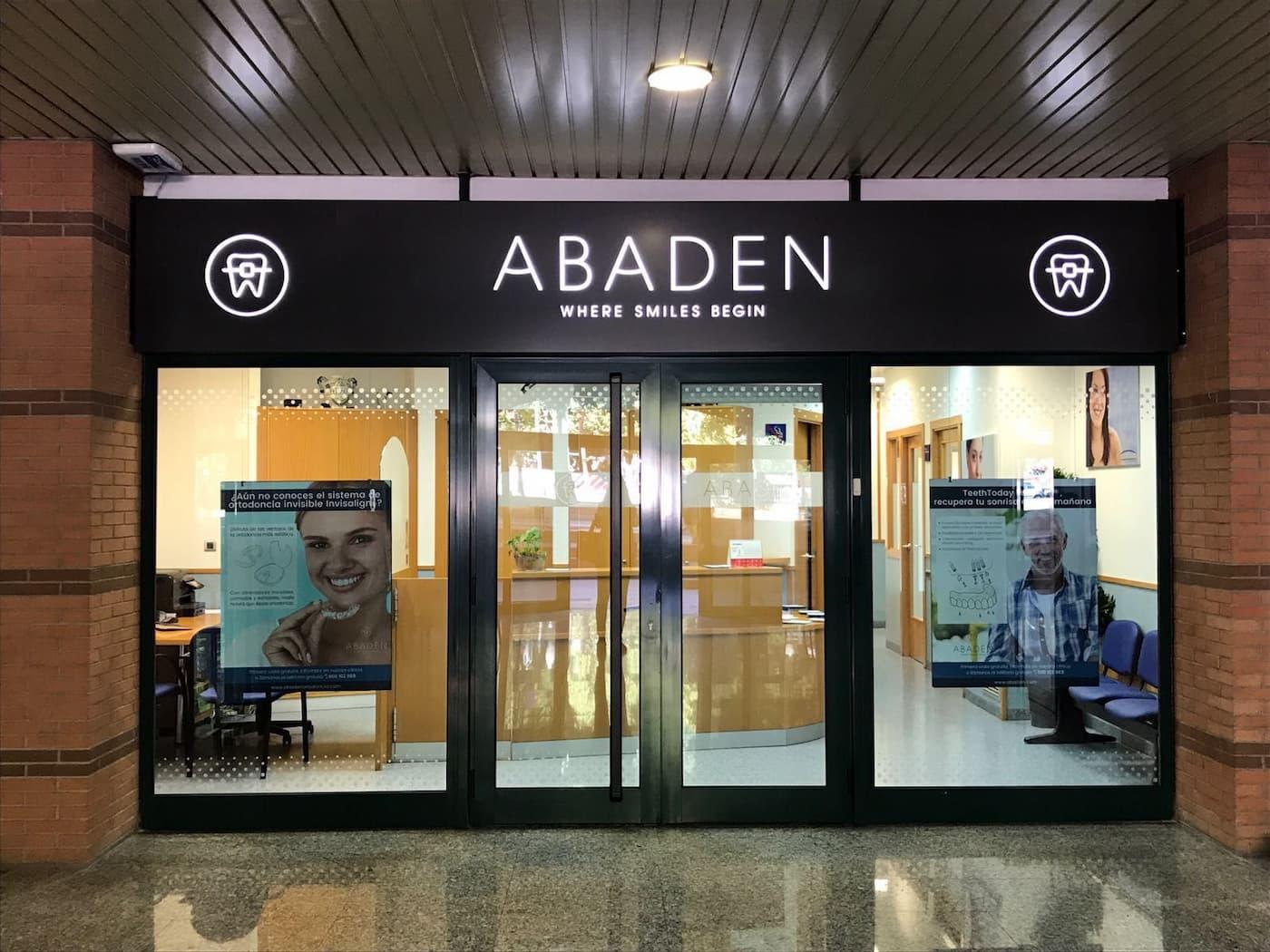 Fachada clínica dental Abaden en Tarragona
