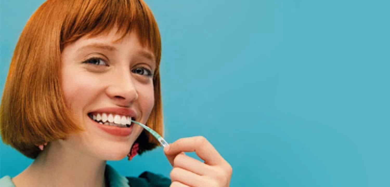 ¿Por qué debo limpiar entre los dientes?