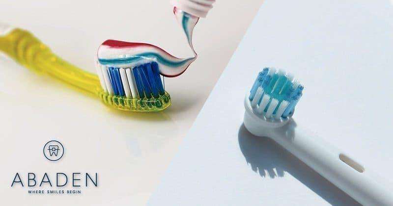 ¿Debo usar cepillo eléctrico o manual?