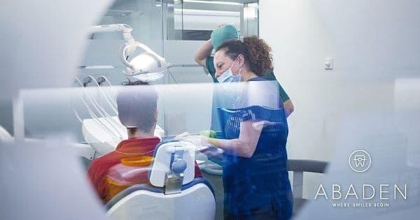 ¿Cuándo debo acudir a un dentista urgencias Barcelona?